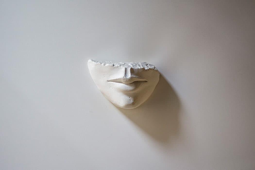 scultura bocca in gesso