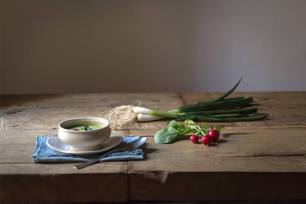 Zuppa con broccoli porri e ravanelli