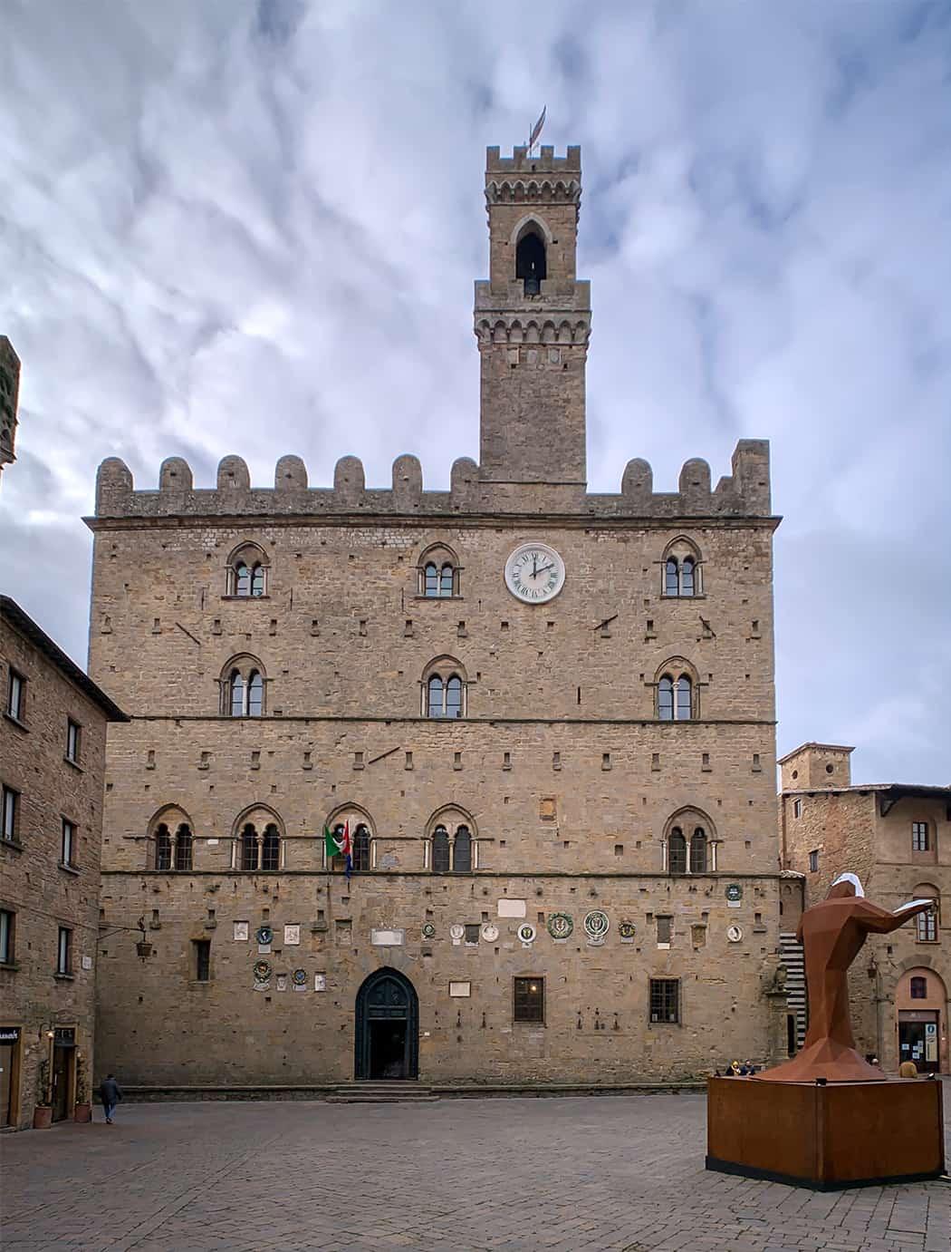 piazza dei Priori a Volterra