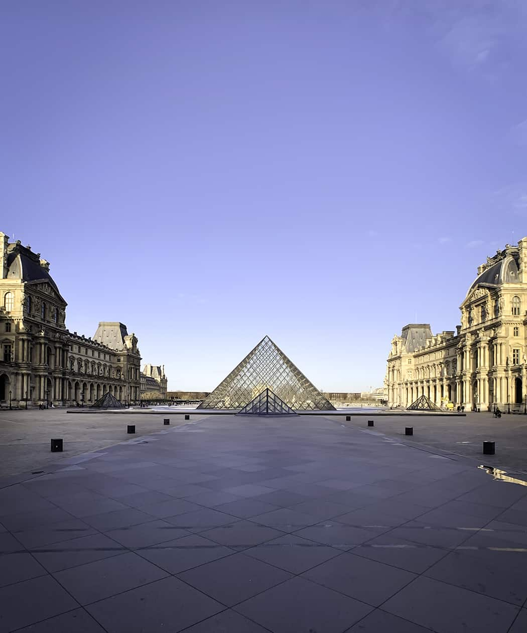 la piramide di vetro del Louvre
