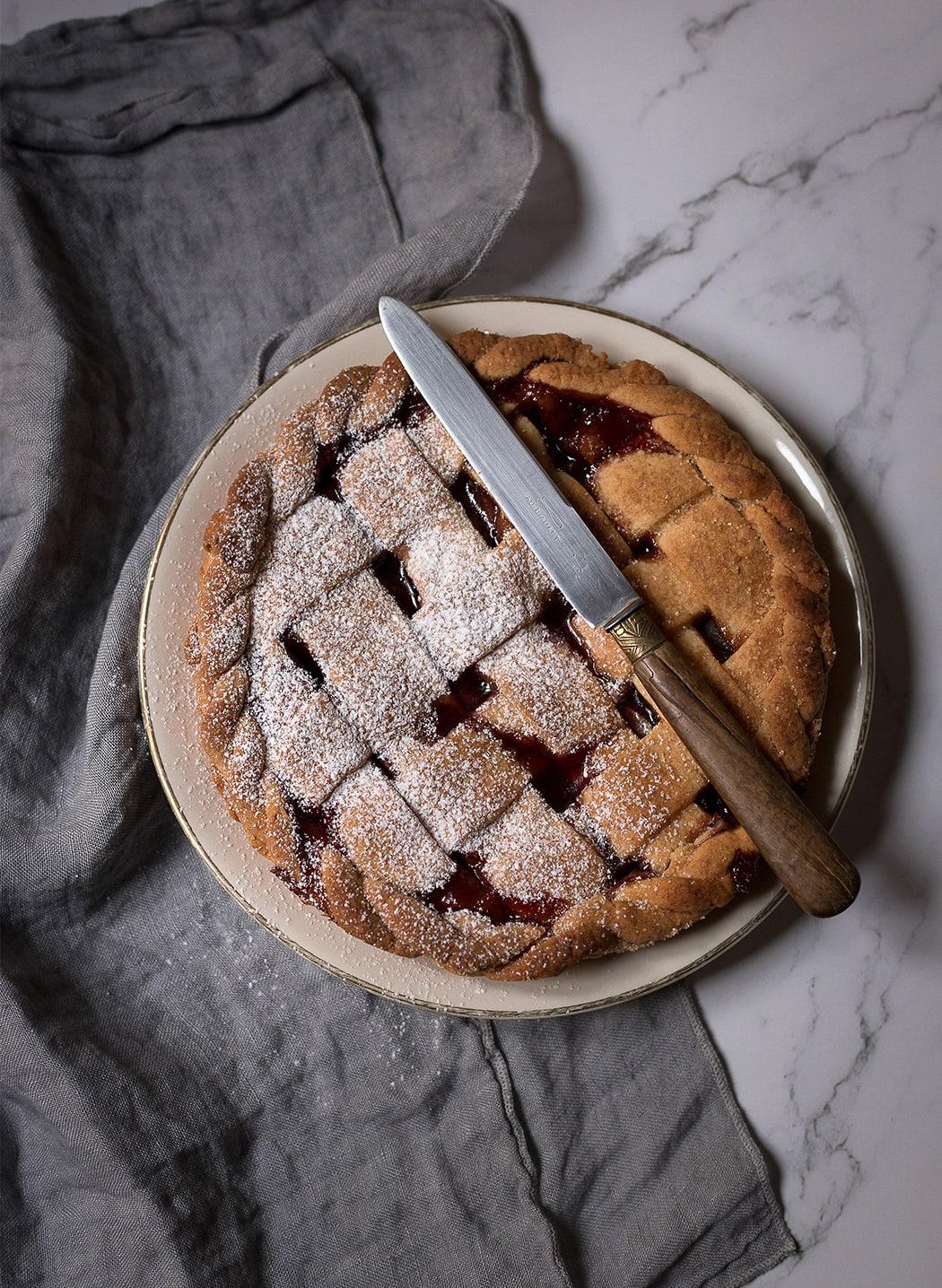 ricetta crostata con mele e ciliegie