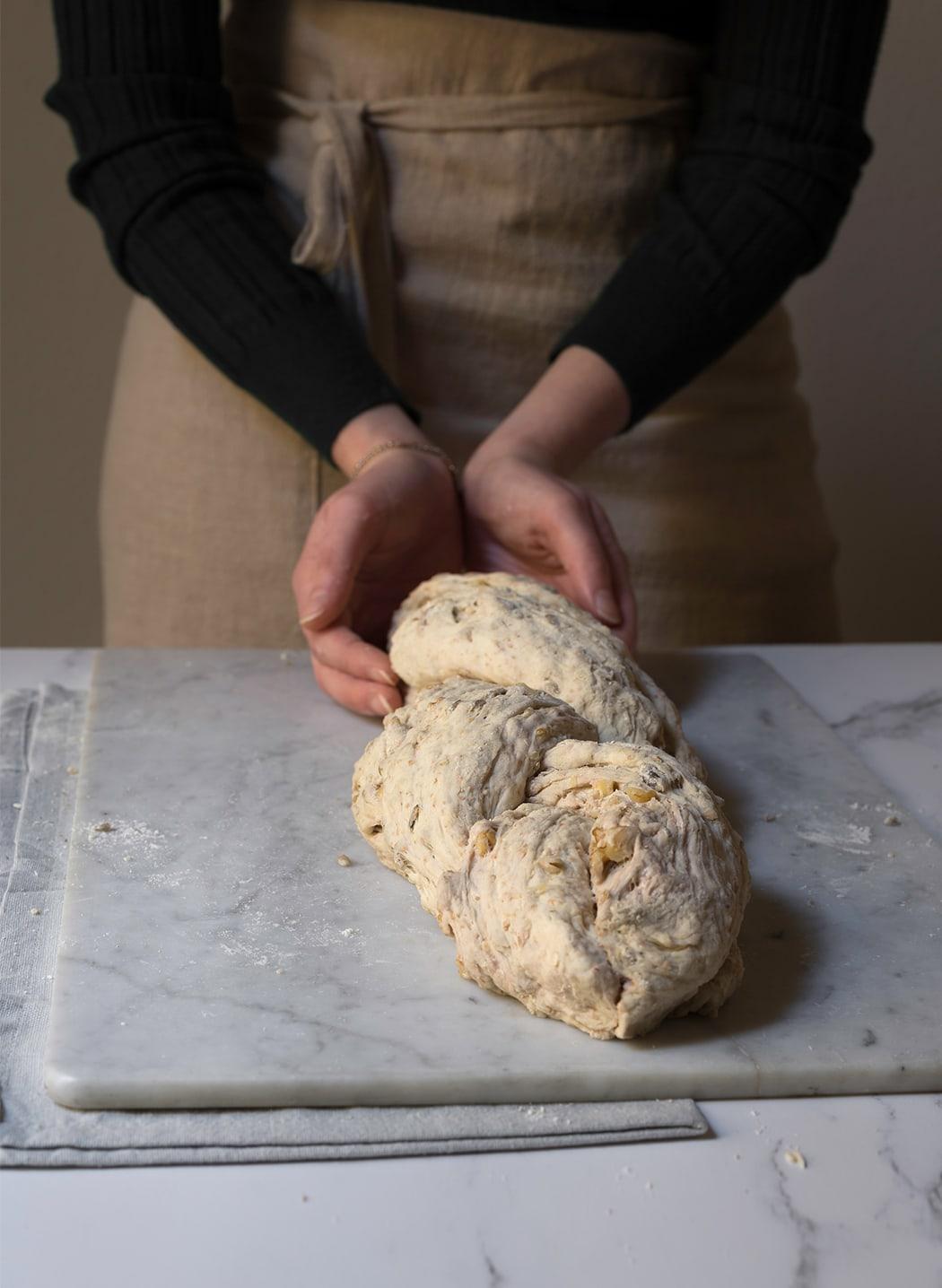ricetta treccia di pane alle noci