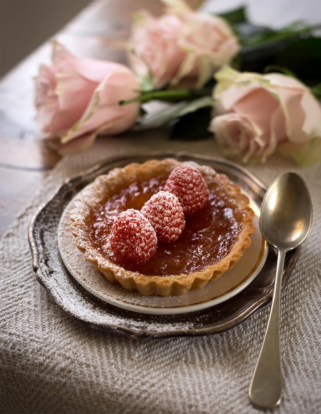 ricetta crostata con lamponi e petali di rosa