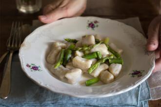 ricette gnocchi con asparagi e gorgonzola
