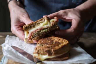 panino con crema di broccoli e caciotta